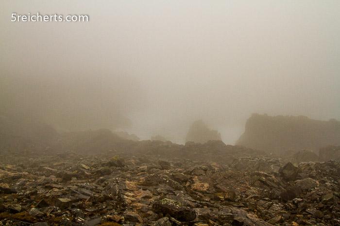 Klippen im Nebel