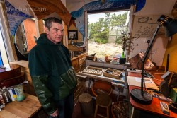 Uisoean in seiner Werkstatt