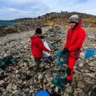 Müll am Strand, Isle of Lewis, Schottland