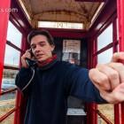 Esra skypt :-) In der Telefonzelle lag ein Zettel mit den Gottesdiensten