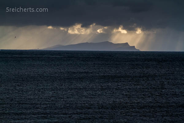 Insel Foula in der Ferne, Shetland