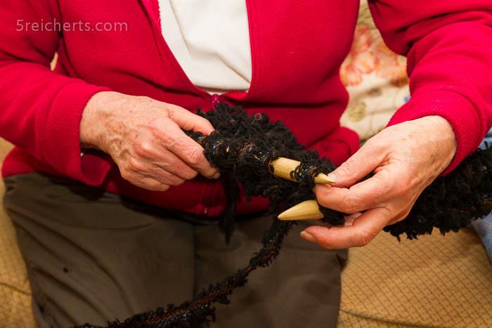 Stricken mit großen Nadeln, Harris Tweed Abfall