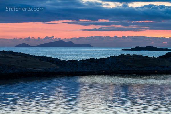 Sonnenuntergang am Strand, Insel Foula am Horizont