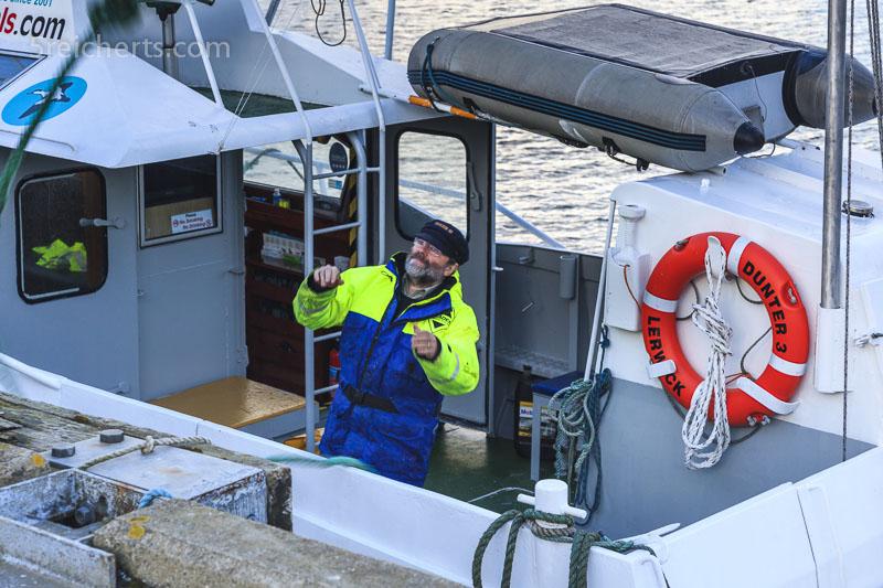Jonathan macht alles fertig zum Anlanden, Dunter III; Shetland