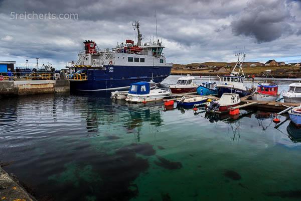 der Hafen von Whalsay, Shetland