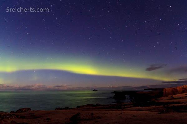 leichter Nordlichtbogen, Eshaness, Shetland