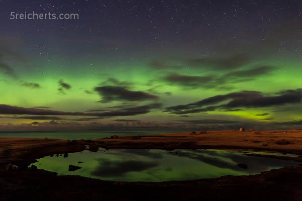 Nordlicht, Komet und Speigelung, Eshaness, Shetland