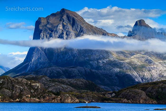 Ein Wolkenband um den Berg