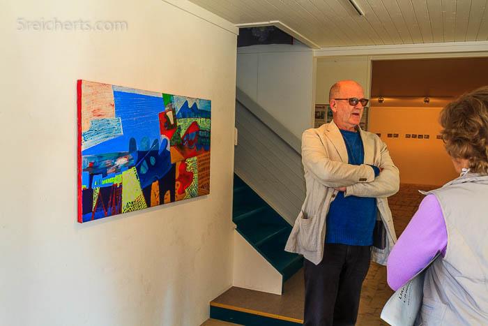 Thor Erdahl vor einem seiner Werke