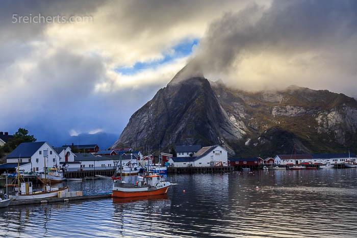 Blick auf den Hafen von Hamnarøy