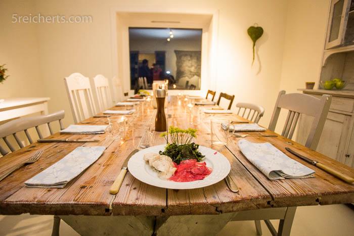 Der Speisesaal und ein liebevoll bereitetes Gericht