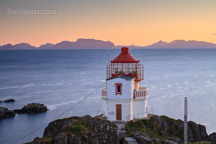 Der kleine Leuchtturm auf der kleinen Insel