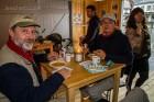 Gunter und Esra beim Suppe fassen