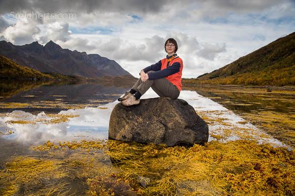 Amy auf einem Fels