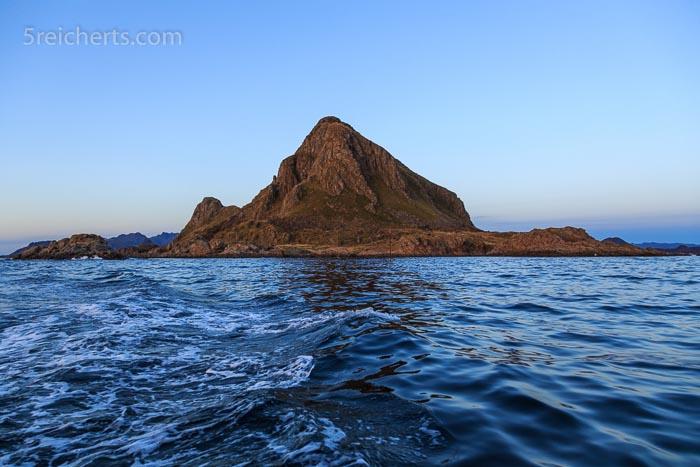 Die Insel vom Boot aus