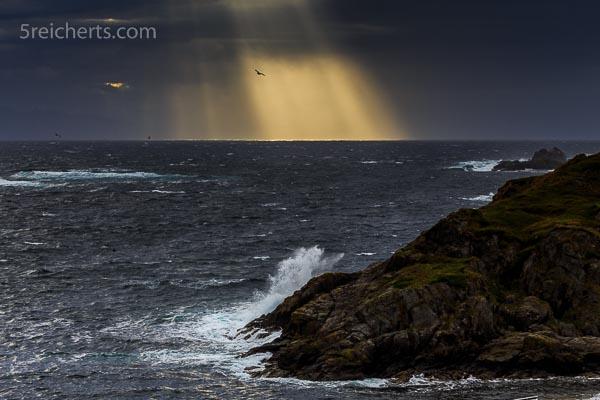 Lichtsstrahlen über dem Meer