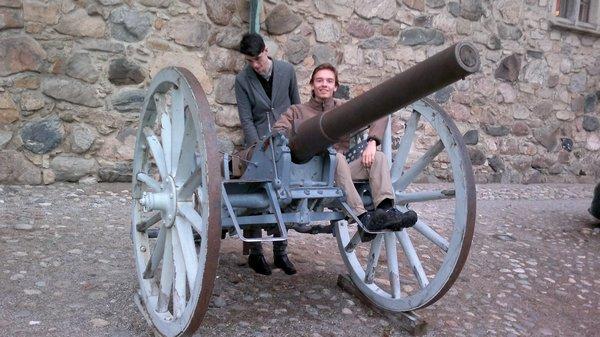 Andrew und ichmit einer Kanone