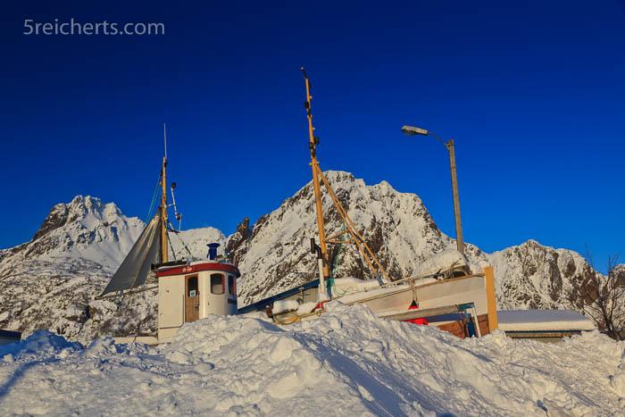 Schiff, Schnee und Berge