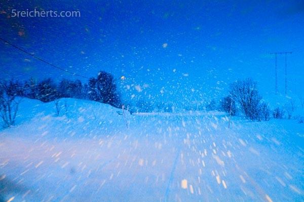 Schneefall bei Tag