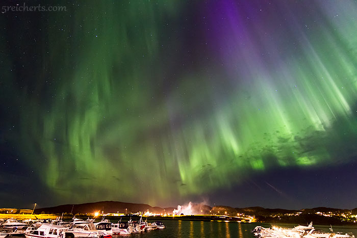 grün-blaues Nordlicht über Namsos - aufgenommen im August 2013