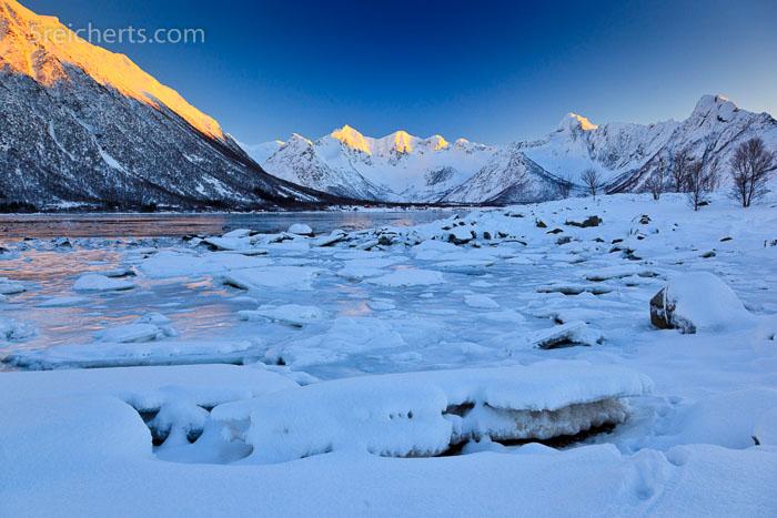 letztes Licht auf den Bergspitzen, Lofoten