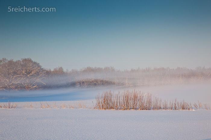 Nebelschwaden über den Feldern, Schweden