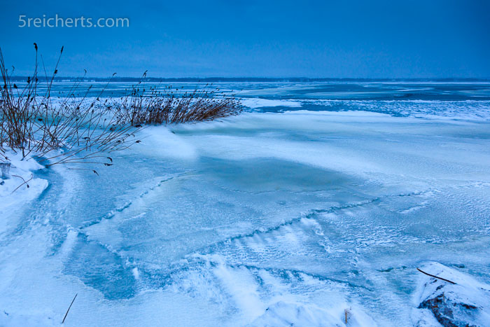 blaue Stunde, Winter am See, Schweden