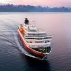 """Hurtigrute """"Richard With"""" auf dem Weg von den Lofoten nach Stockmarknes"""