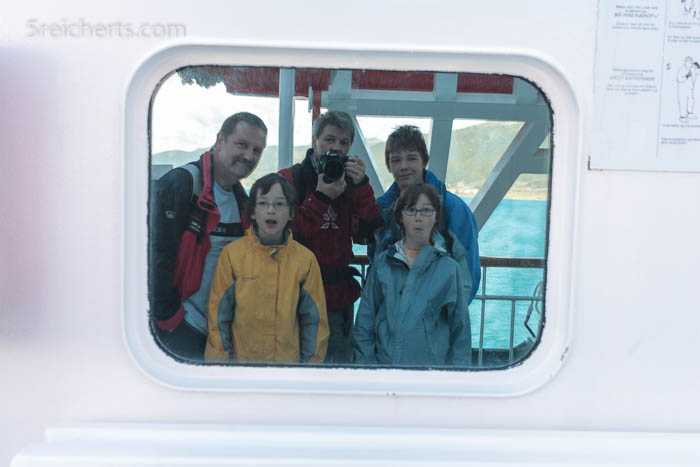 Familienportrait im Fenster