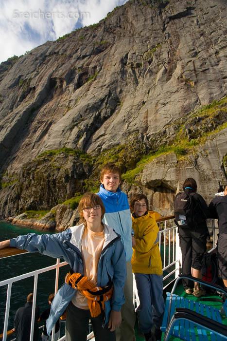 Ganz nah an den Steilwänden des Trollfjords