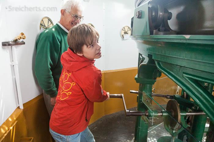 Führung mit praktischen Handhabung in Leuchtturm