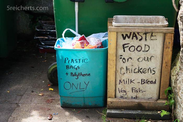 lustige Müllkontainer auf der Farm