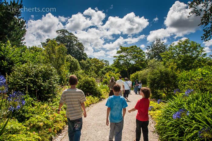 Die Kids auf dem Weg in den Glendurgan Garten