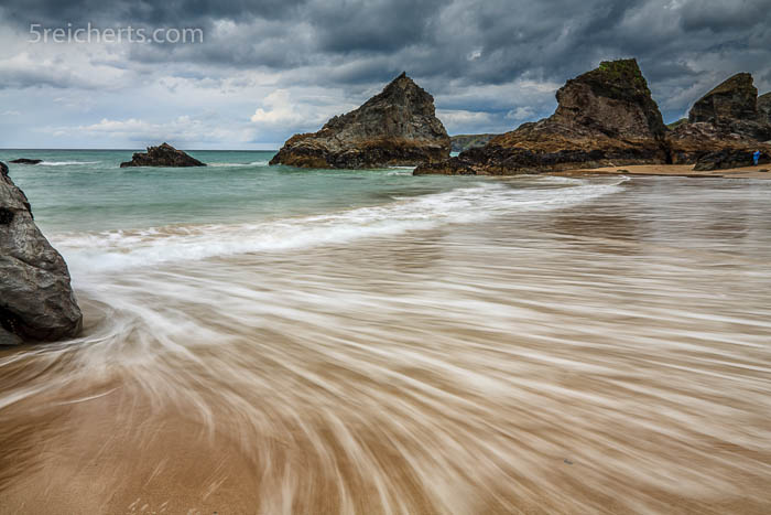 Wellenspiel am Strand, Bedruthan Steps