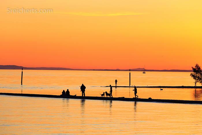 Wir schauten den Menschen auf der Sandbank zu, bis die Sonne untergegangen war