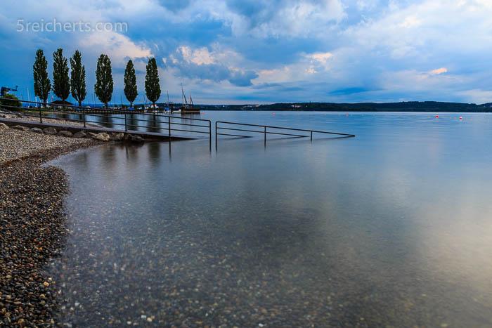 Abends allein am See