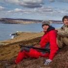 Esra und Noah bei der Wanderung auf Bressay, Shetland
