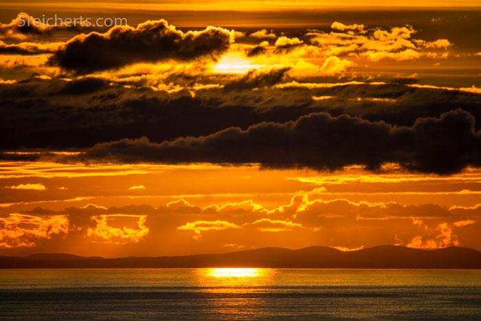 Bilderbuch-Sonnenuntergang und das