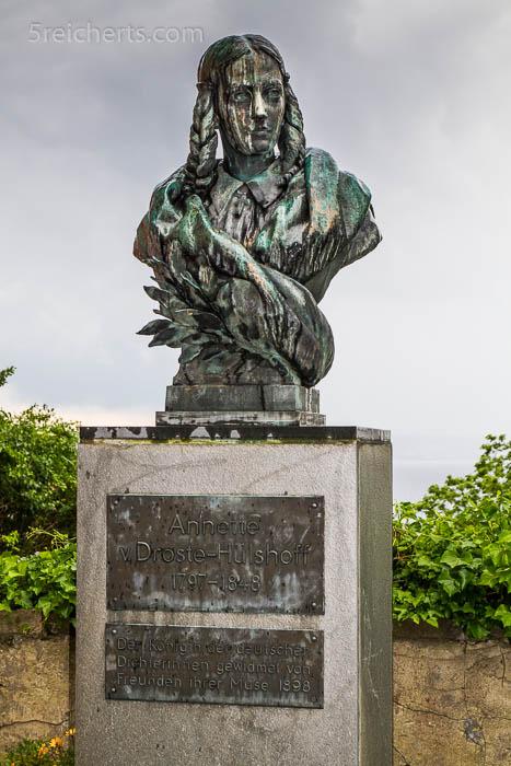 Büste der Annette von Droste Hülshof