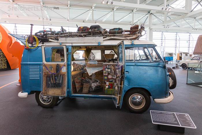 """Volkswagen T1 - Ex-Behördenfahrzeug. Ein echte Hippie Fahrzeug! Es fuhr 1977 nach Indien, Sri Lanka und Nepal, befindet sich im Zustand, wie er im Jahr 2000 von seiner letzten großen Fahrt """"nur"""" nach Afghanistan zurückkam!"""