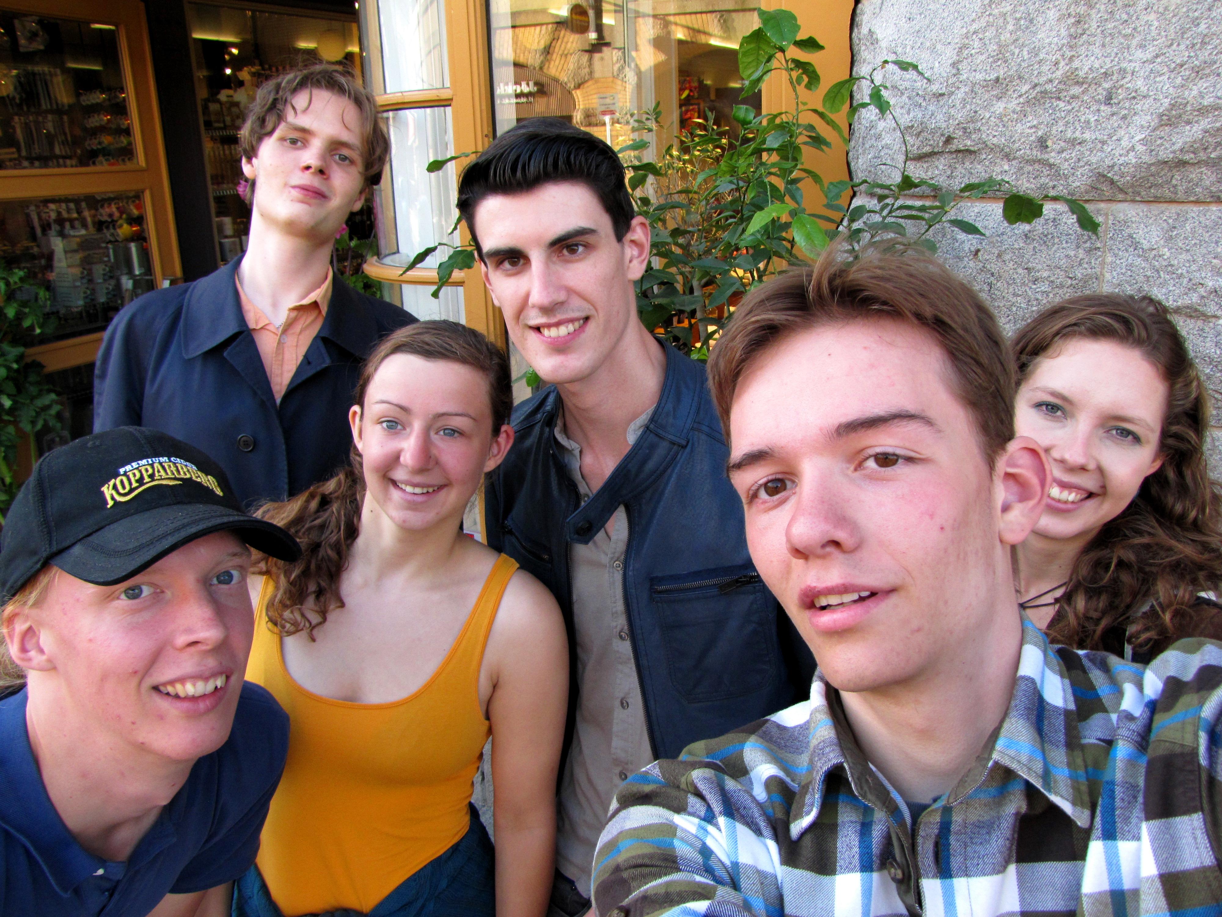 Von links: Aorn, Ari, Anja-Melanie, Andrew, Ich, und Aurora in Göteborg