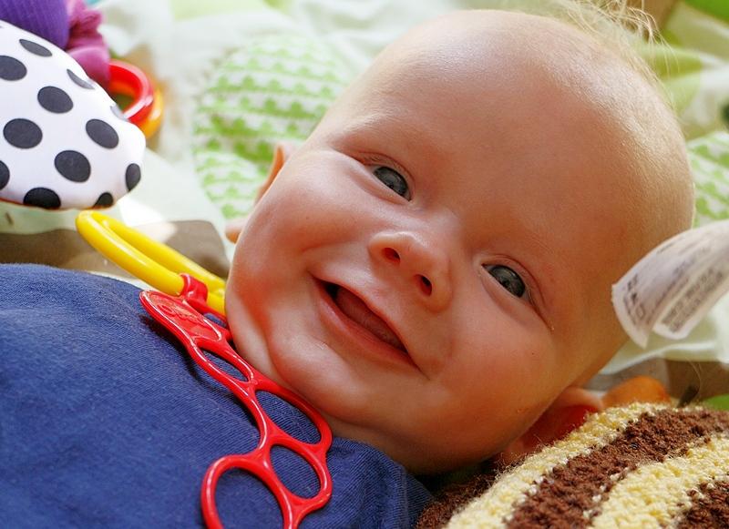 Lachendes Baby. Zeitautmatik, 39 mm, 1/64 sec. Blende 5.6, 200 ISO, ohne Blitz