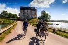 Wir fahren an Kastelholm vorbei
