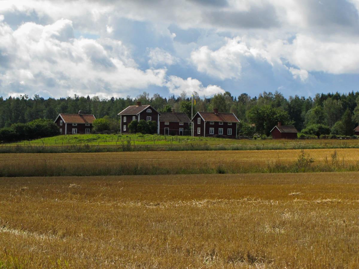 Das Klischee ist Fakt: die Schweden wohnen fast allesamt in roten Häuschen!