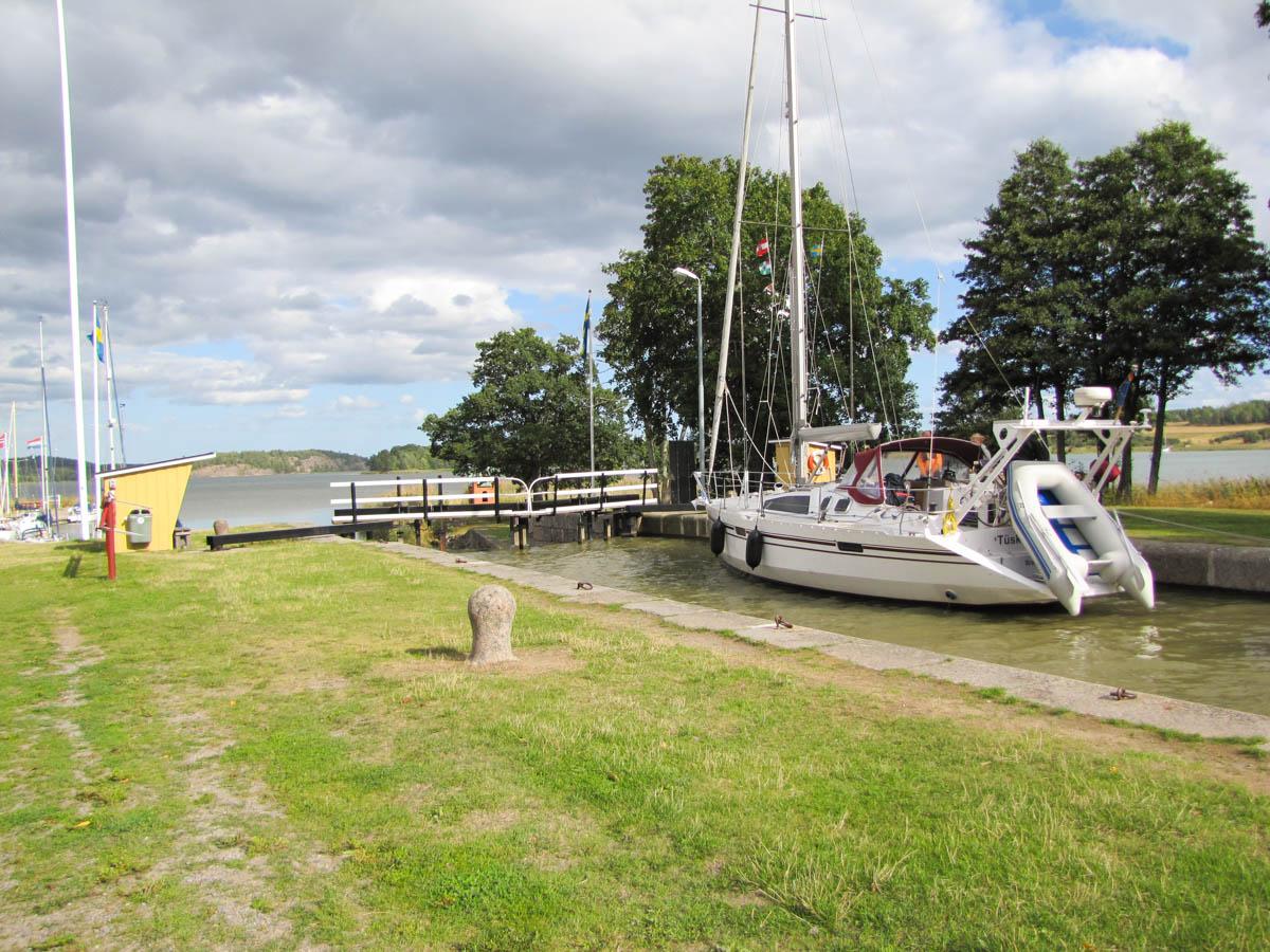 Endlich! Die ertse Schleuse des Göta-Kanals.