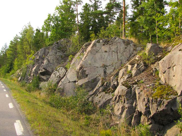 Ein paar Felse neben der Schnellstraße (was in schweden nicht viel bedeutet)