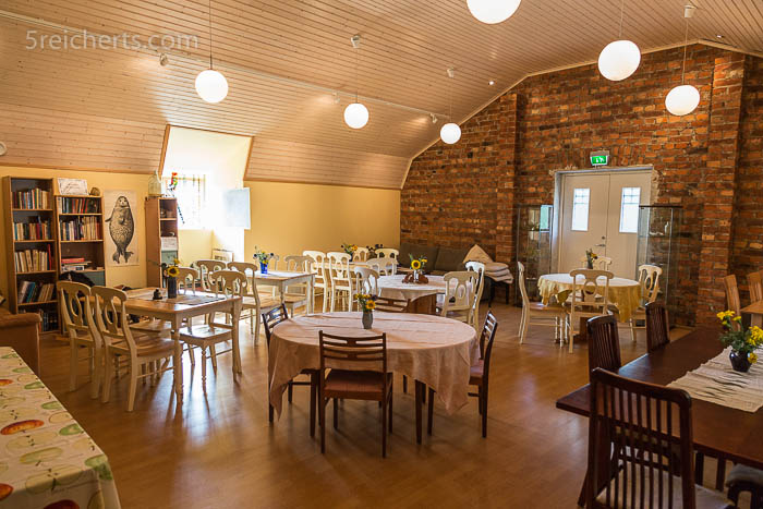Die oberen ehemaligen Schulräume dienen als Raum für Konferenzen oder Feiern