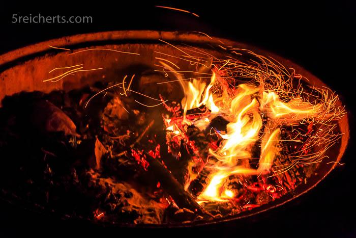 Ins Feuer schauen stundenlang