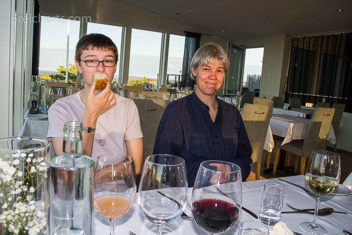 Amy und Gabi im Restaurant