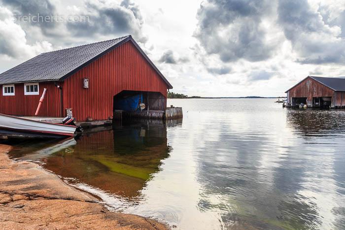 typische Bootshäuser auf Aland